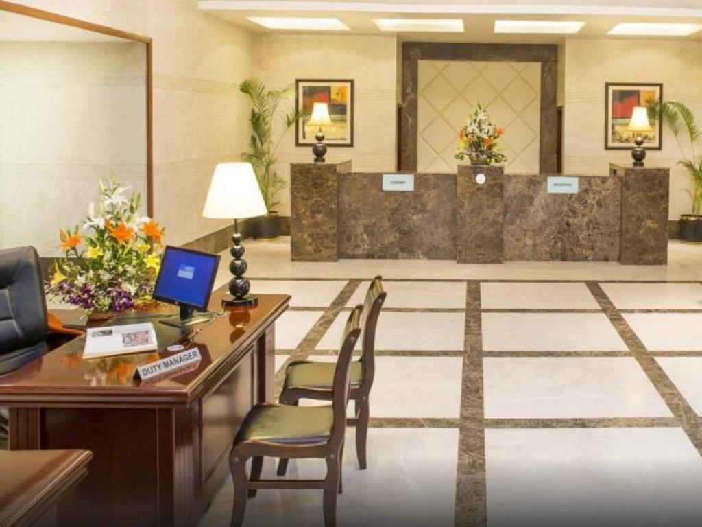 Lobby Country Inn & Suites by Radisson Mysore
