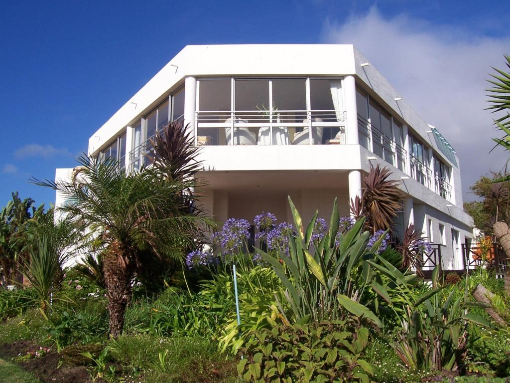 Exterior view Sunshowers Plett Luxury Self Catering