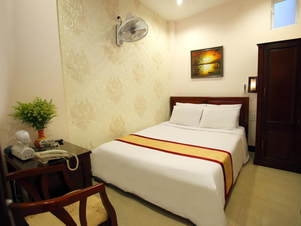 Standard Double Bed no Window Souvenir Nha Trang Hotel