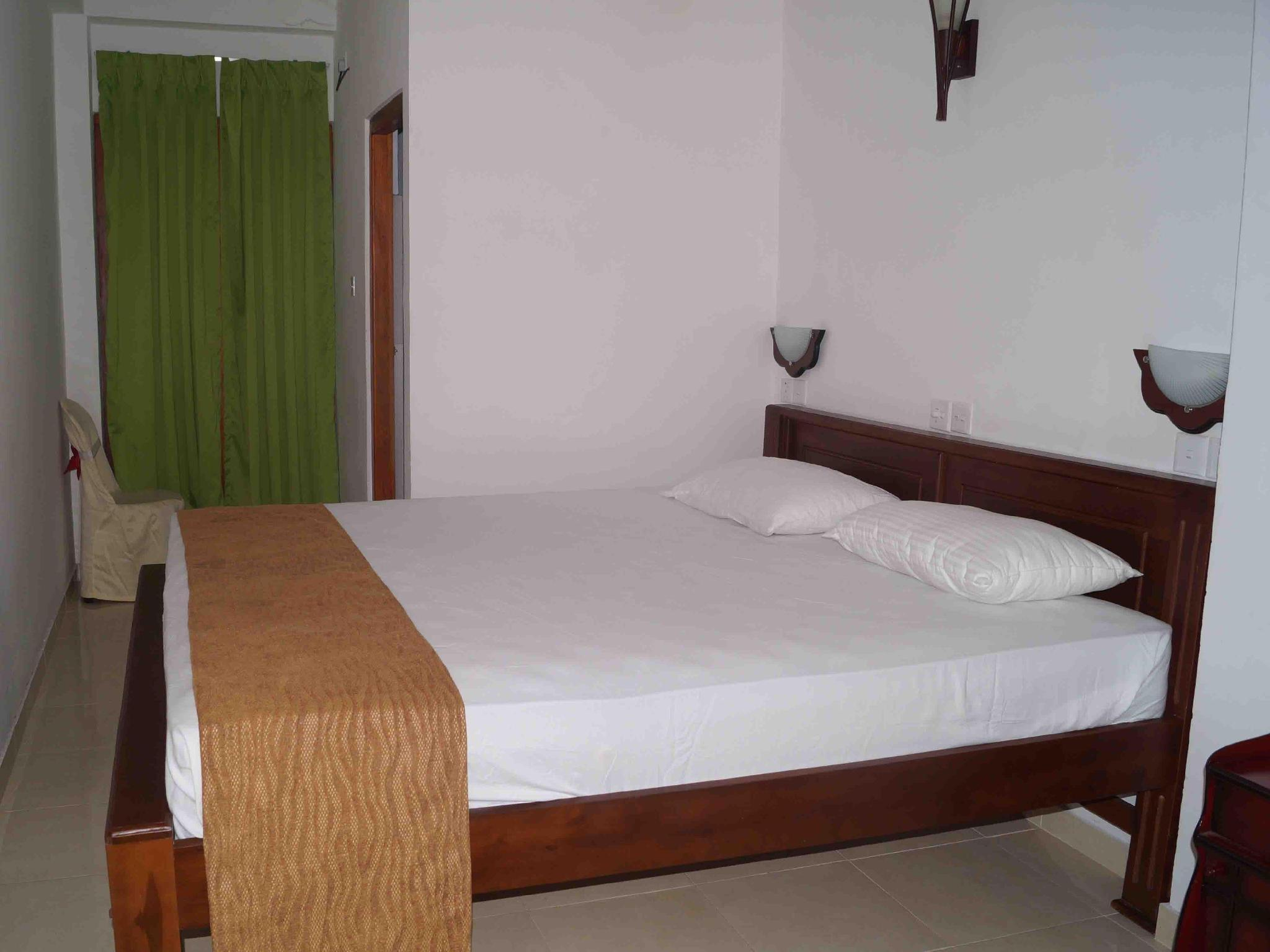 Katil Standard Double Termasuk Kipas (Standard Double Bed with Fan)