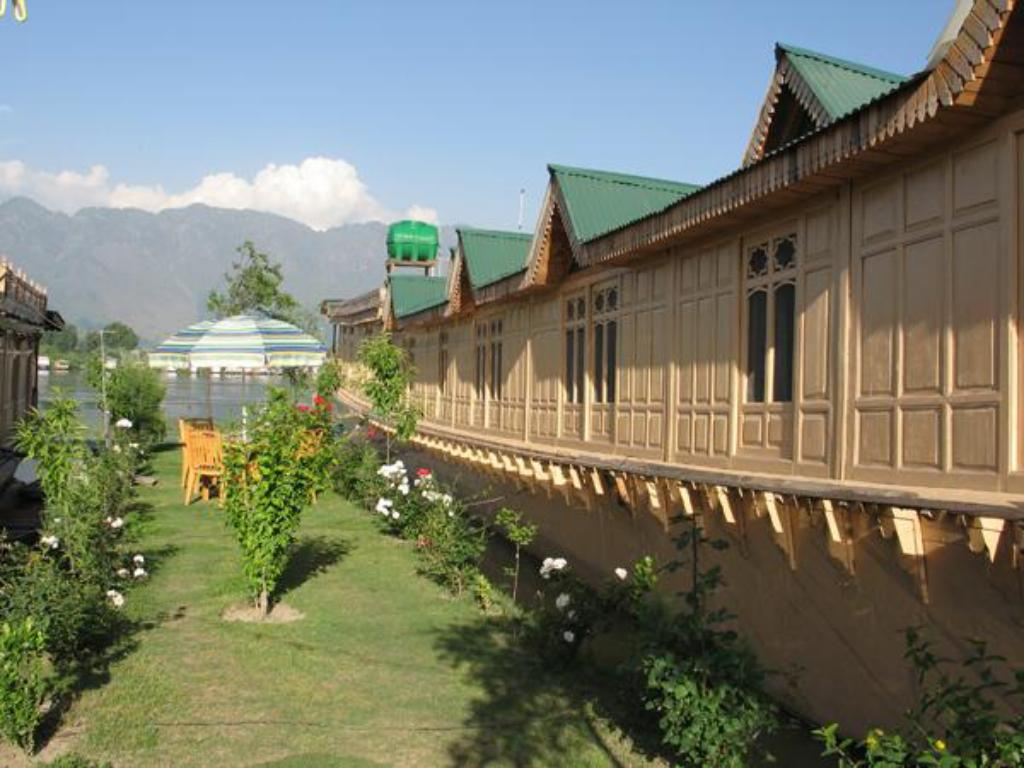 best price on fantasia houseboats in srinagar reviews