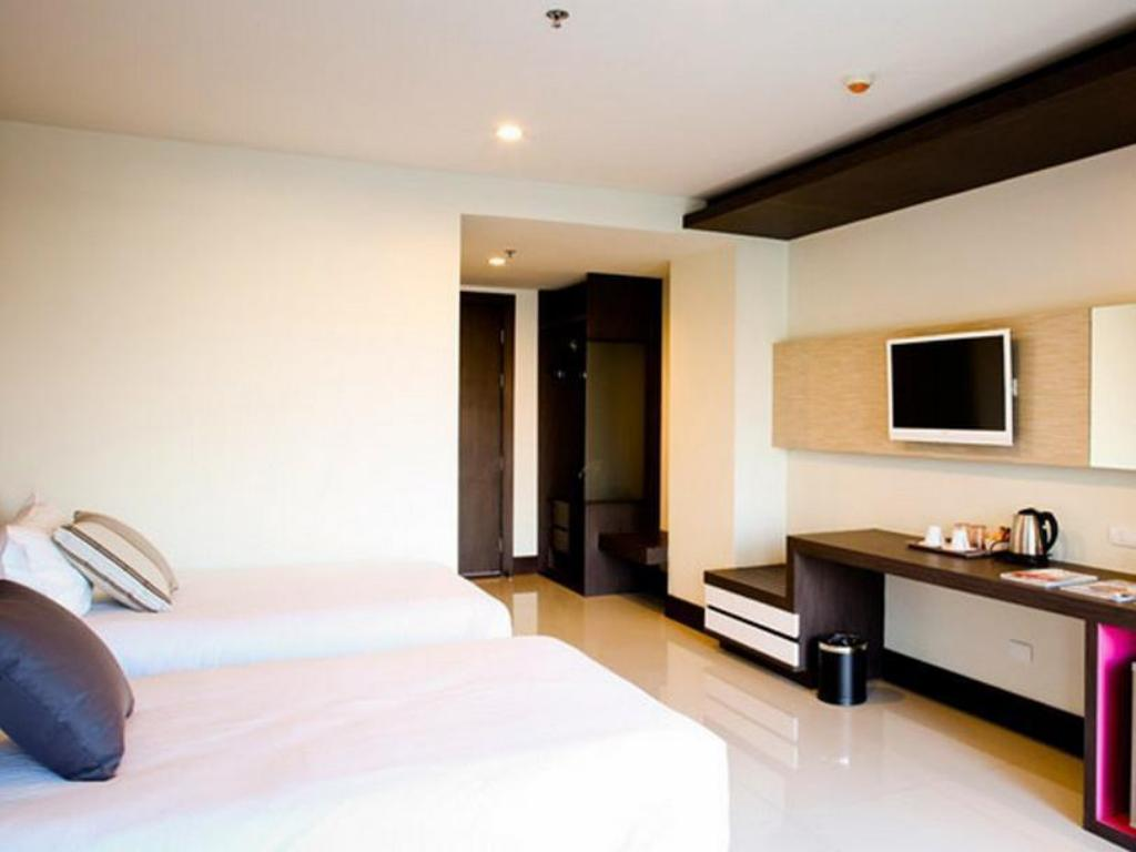 Deluxe Room Twin Bed Crystal Suites Suvarnabhumi Airport
