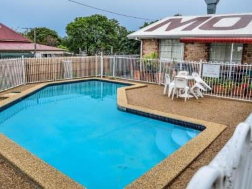 Swimming pool Beenleigh Village Motel