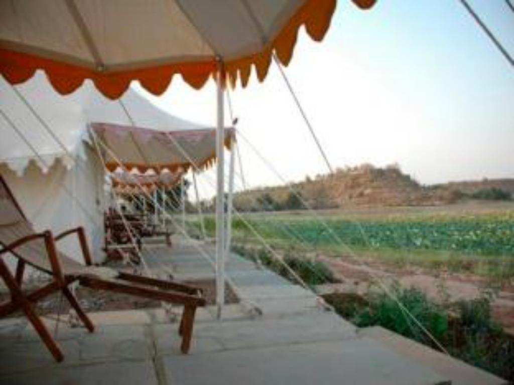 شرفة/ تراس منتجع بانجاره ليك ريتريت (Pangarh Lake Retreat Resort)
