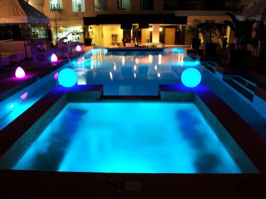 Swimming pool The Penthouse Hotel