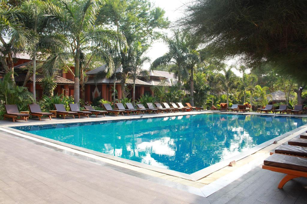 Swimming pool [outdoor] Bawga Theiddhi Hotel