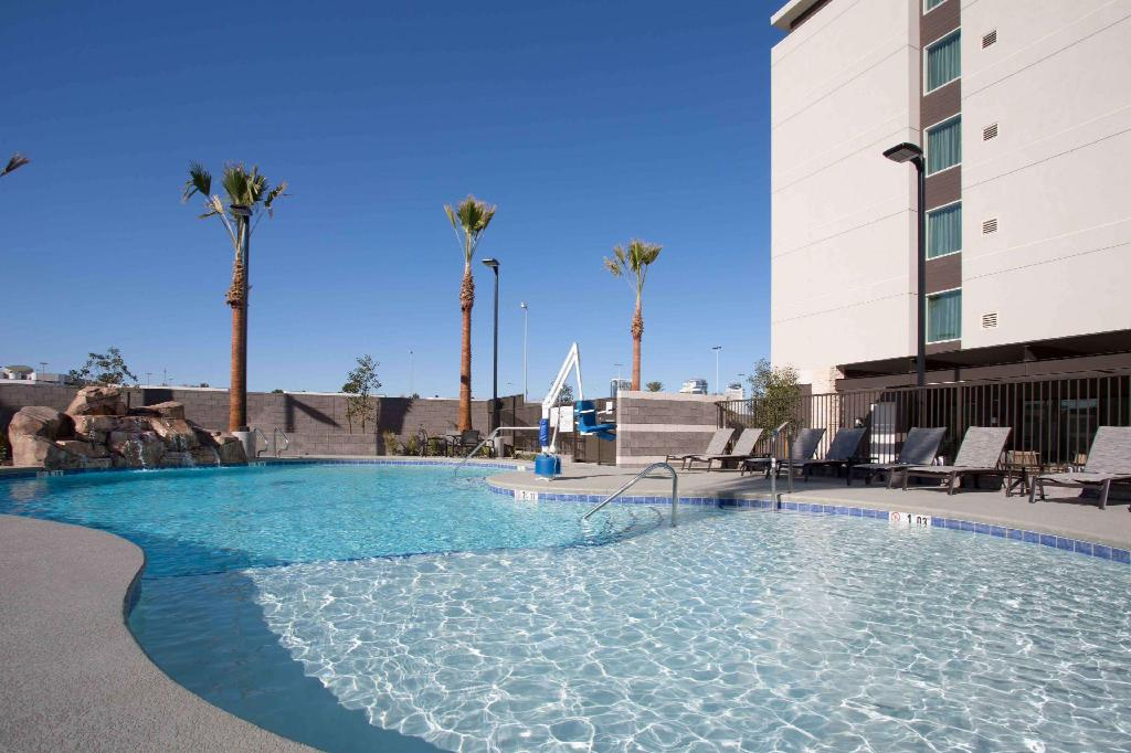 Swimming pool [outdoor] Homewood Suites by Hilton Las Vegas City Center