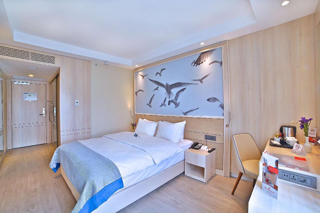 1 Double Bed Room - Bed Ramada by Wyndham Istanbul Old City