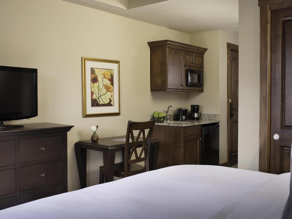 Studio 1 King Or 2 Queen - Guestroom Sunrise Lodge by Hilton Vacations