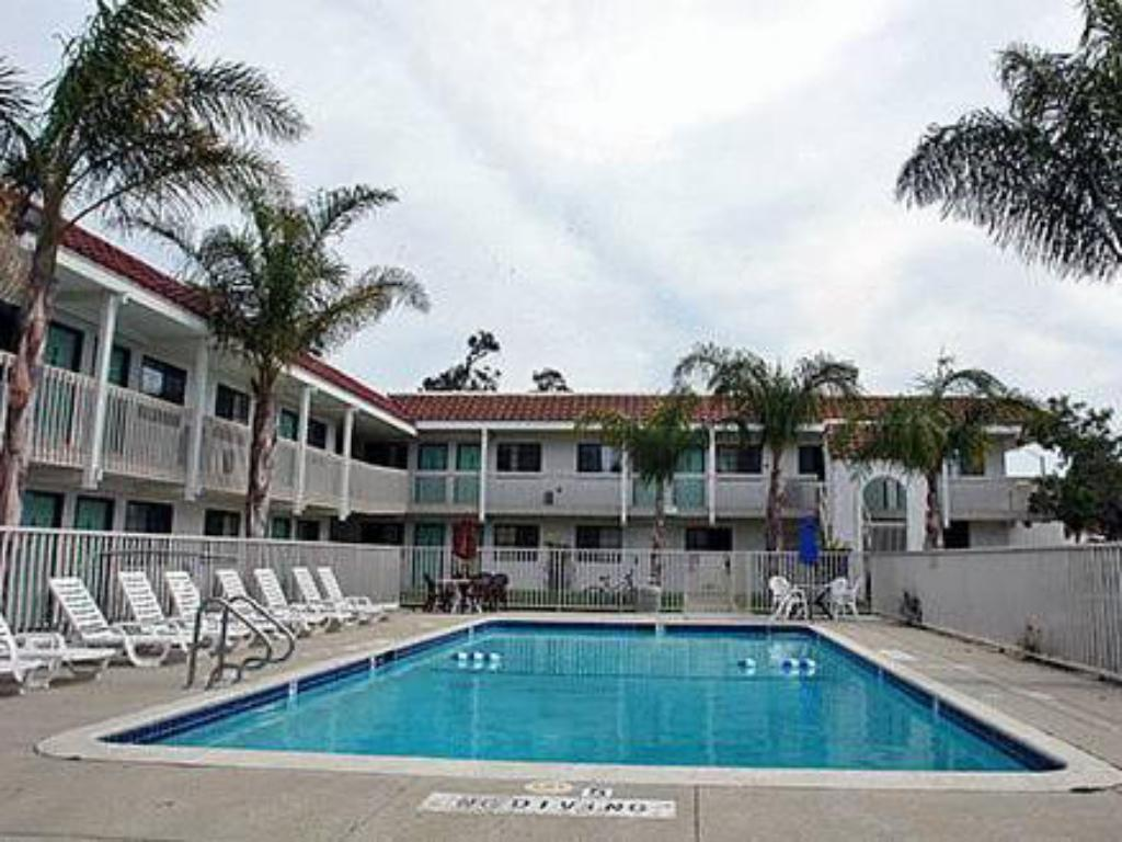 مسبح Motel 6 Los Angeles - Hacienda Heights