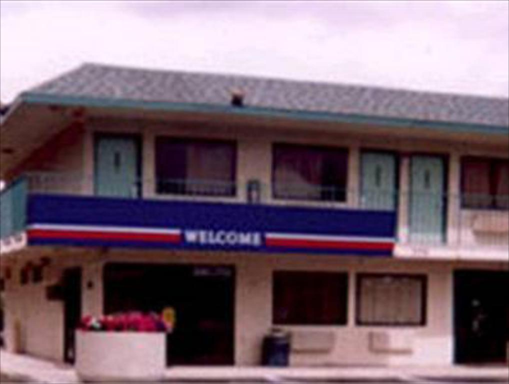 Motel 6 Lost Hills / Buttonwillow Racetrack