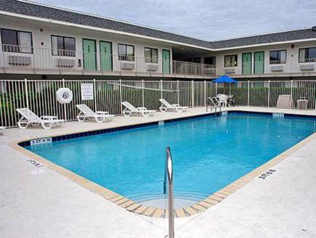 Swimming pool Motel 6 Lost Hills / Buttonwillow Racetrack