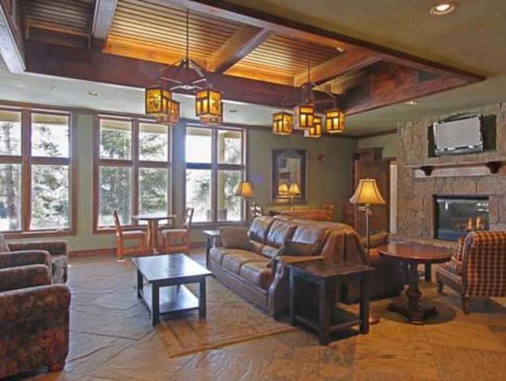Interior view Riverbend Lodge by Great Western Lodging