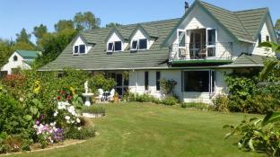 CAIRNBRAE HOUSE, NZ. Boutique Bed & Breakfast.