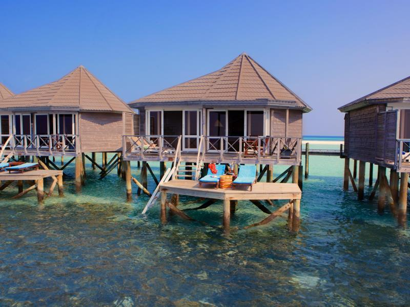 2 nights in Beach Villa and 2 nights in Water Villa