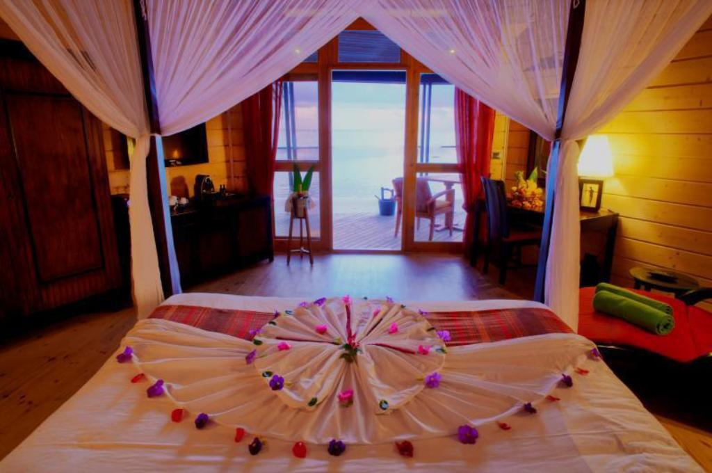 Beach Villa - Bed Komandoo Island Resort & Spa