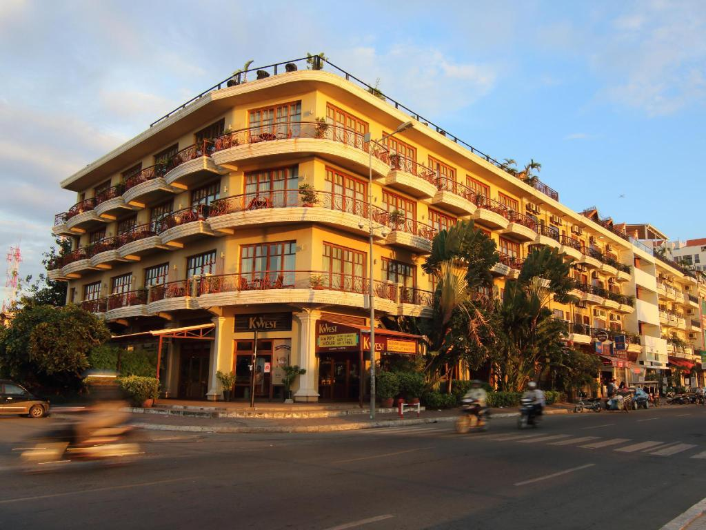 Best Price on Amanjaya Pancam Suites Hotel in Phnom Penh +