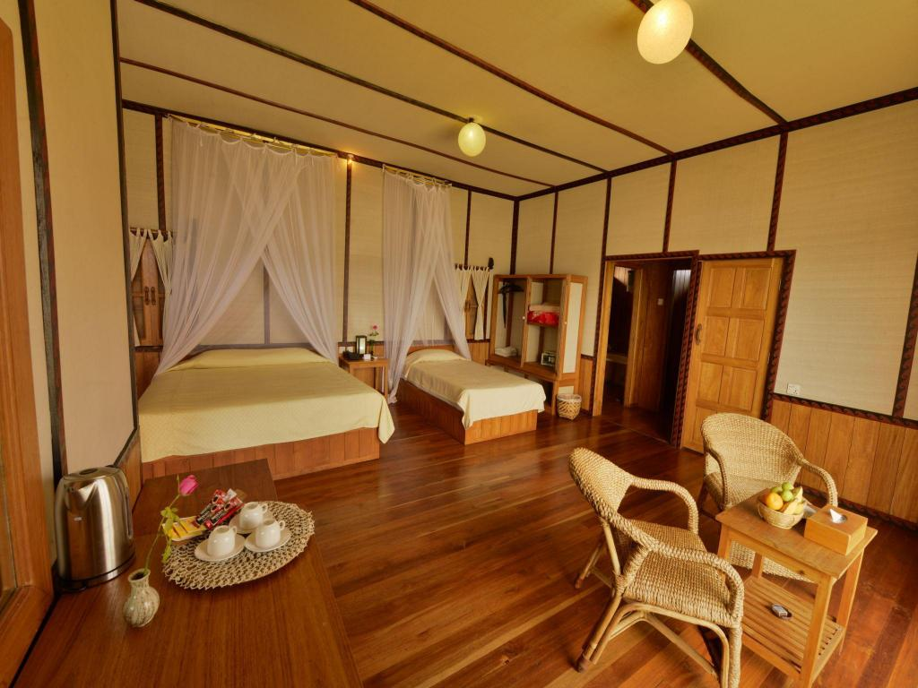 Vedere interior Shwe Inn Tha Floating Resort