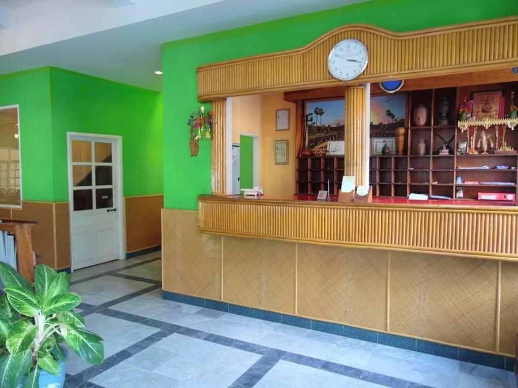 Lobi Day Inn Hotel
