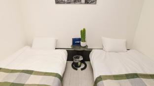 2 mins from Nankai Namba station (Namba area) 3a