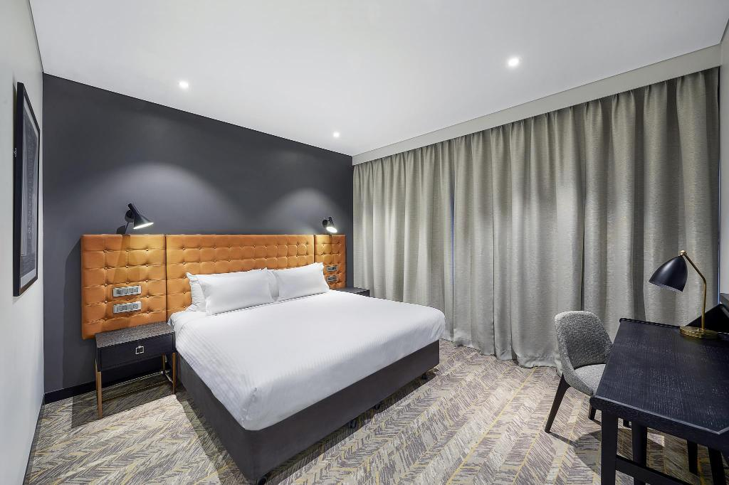 Guest Room King - Bed Vibe Hotel North Sydney
