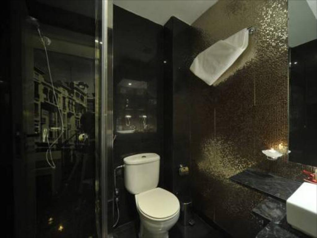 Bathroom Le Trianon Luxury Hotel & Spa