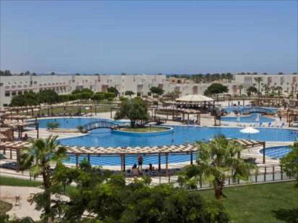 Sunrise Crystal Bay Resort in Hurghada - Room Deals, Photos & Reviews