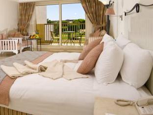 Superior Double or Twin Room with Partial Sea View