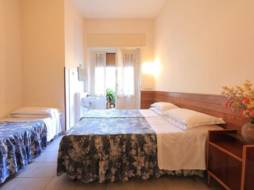 Privaatse vannitoaga kolmene tuba (Triple Room with Private Bathroom)