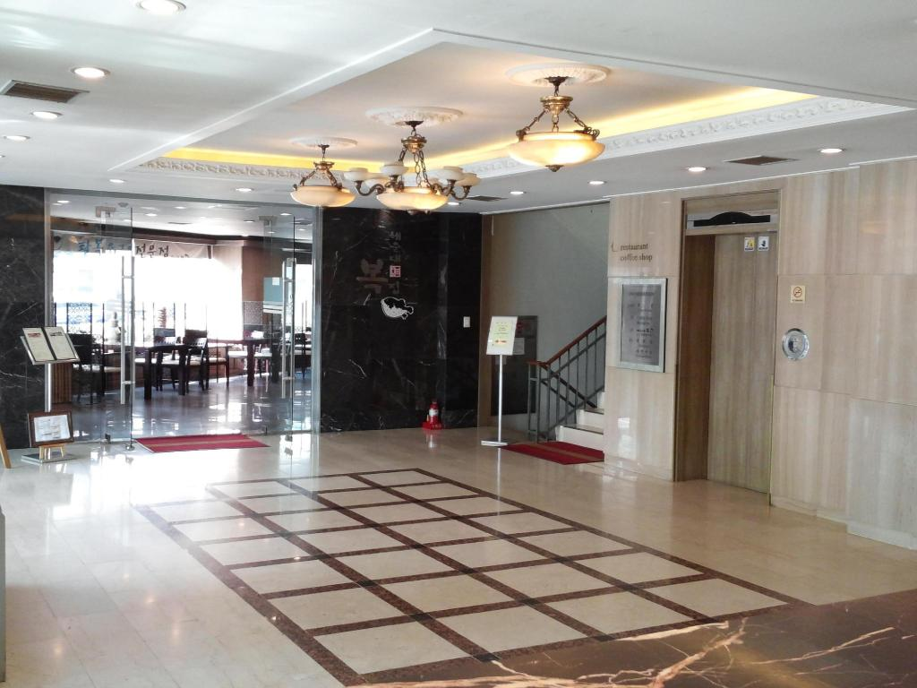 Hol Airport Hotel