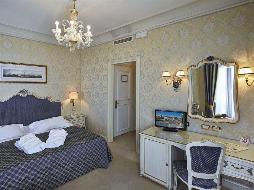 Deluxe Grand Canal Double Room