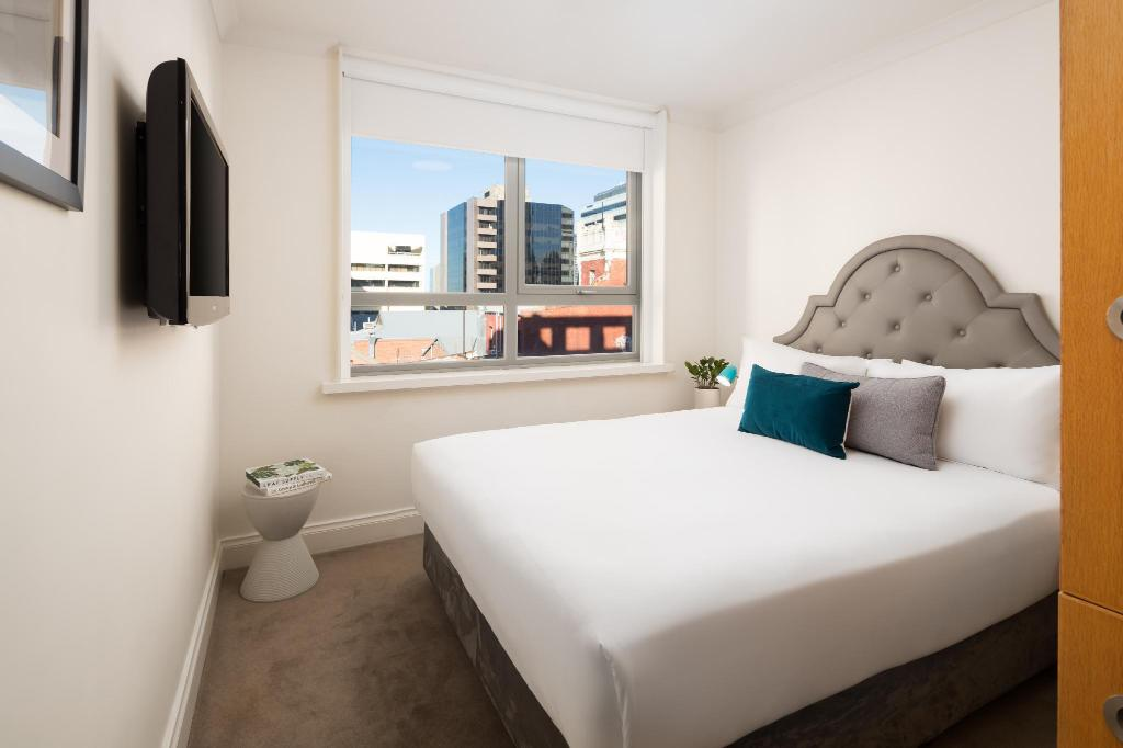 Petite Queen Room - Bed Pensione Hotel Perth