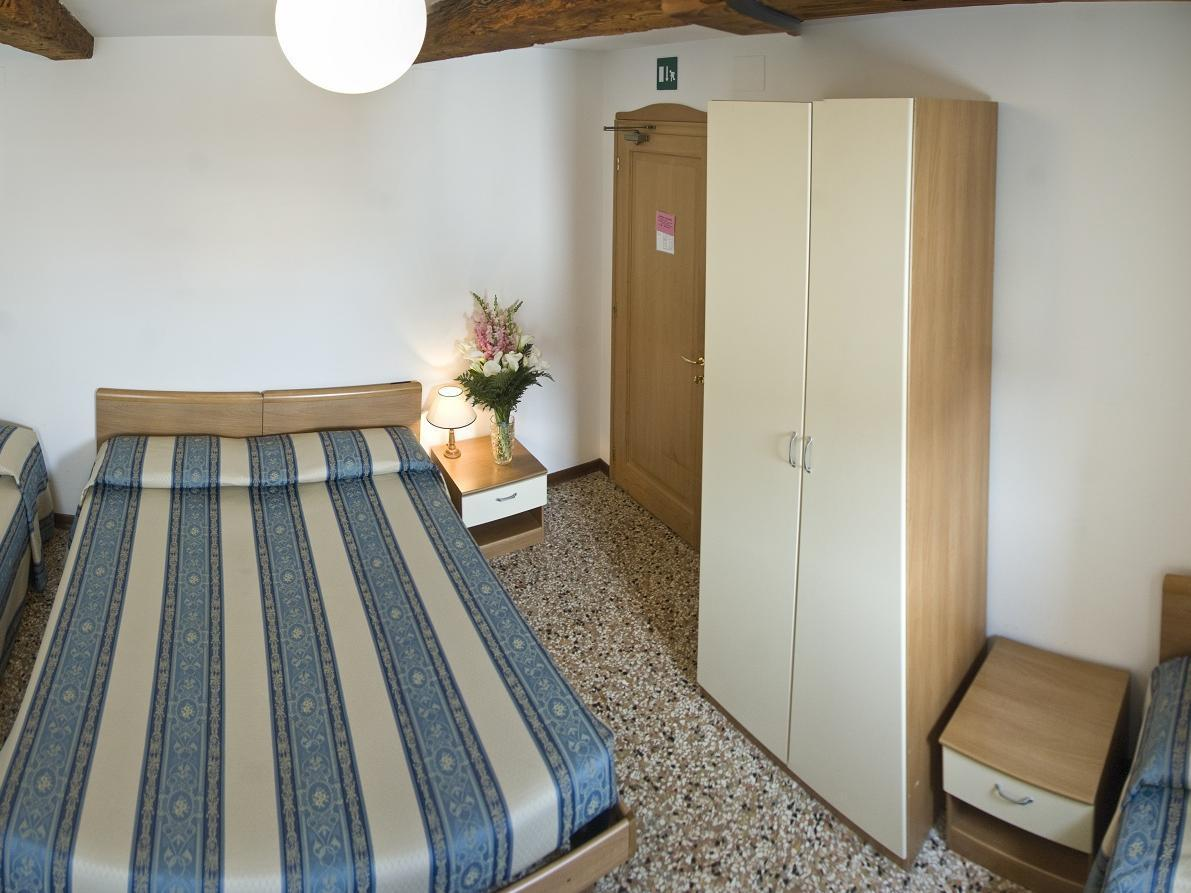 Cameră cvadruplă cu baie comună (Quadruple Room with Shared Bathroom)