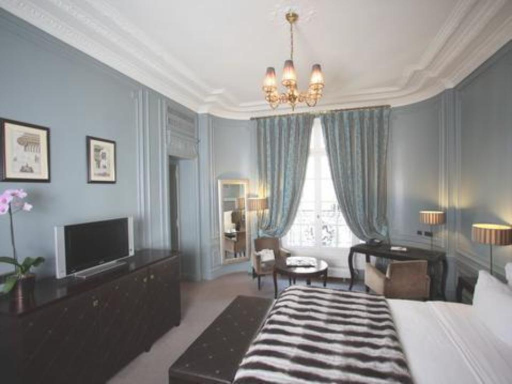 Executive Room - Guestroom Champs Elysees Plaza Hotel