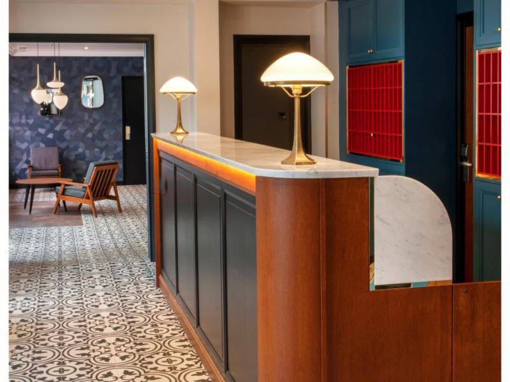 hotel andre latin. Black Bedroom Furniture Sets. Home Design Ideas