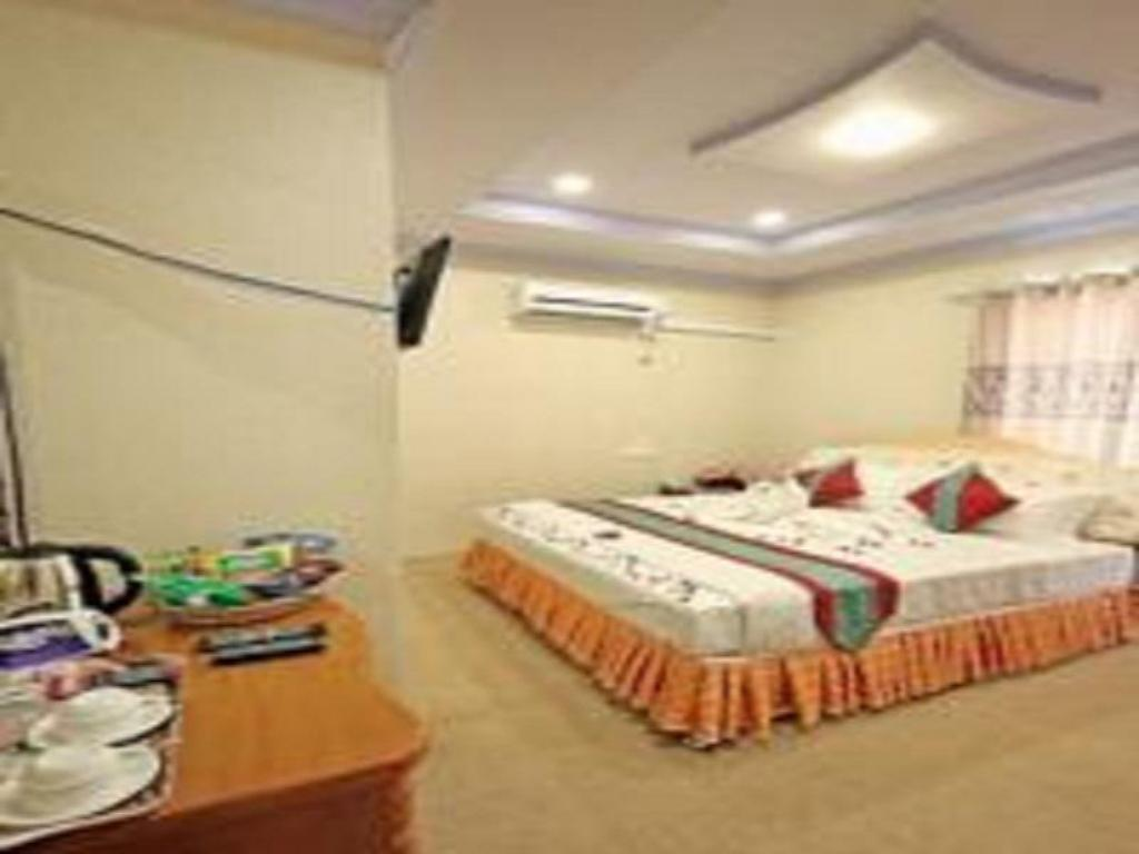 Deluxe Double Room with Shower Hotel Sagaing