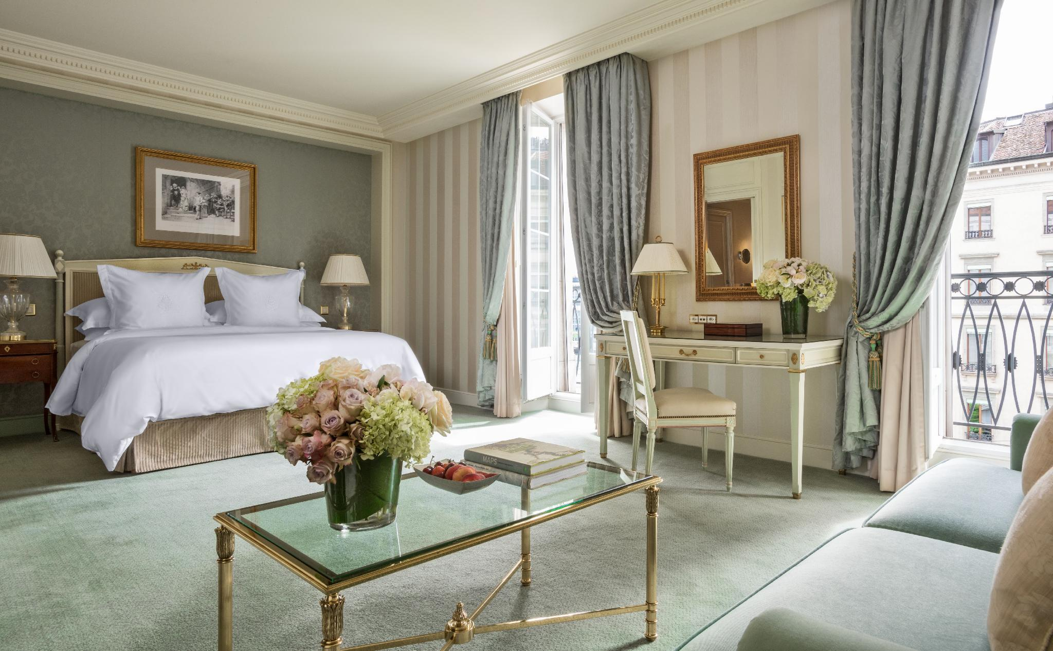 Four Seasons Junior Suite with King Bed