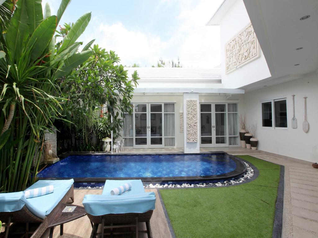 Swimming pool [outdoor] D'Wina Villa Kuta