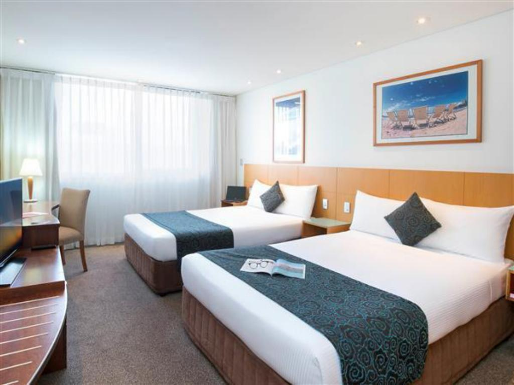 Standardrum med 2 Queen size-sängar Novotel Sydney Manly Pacific Hotel