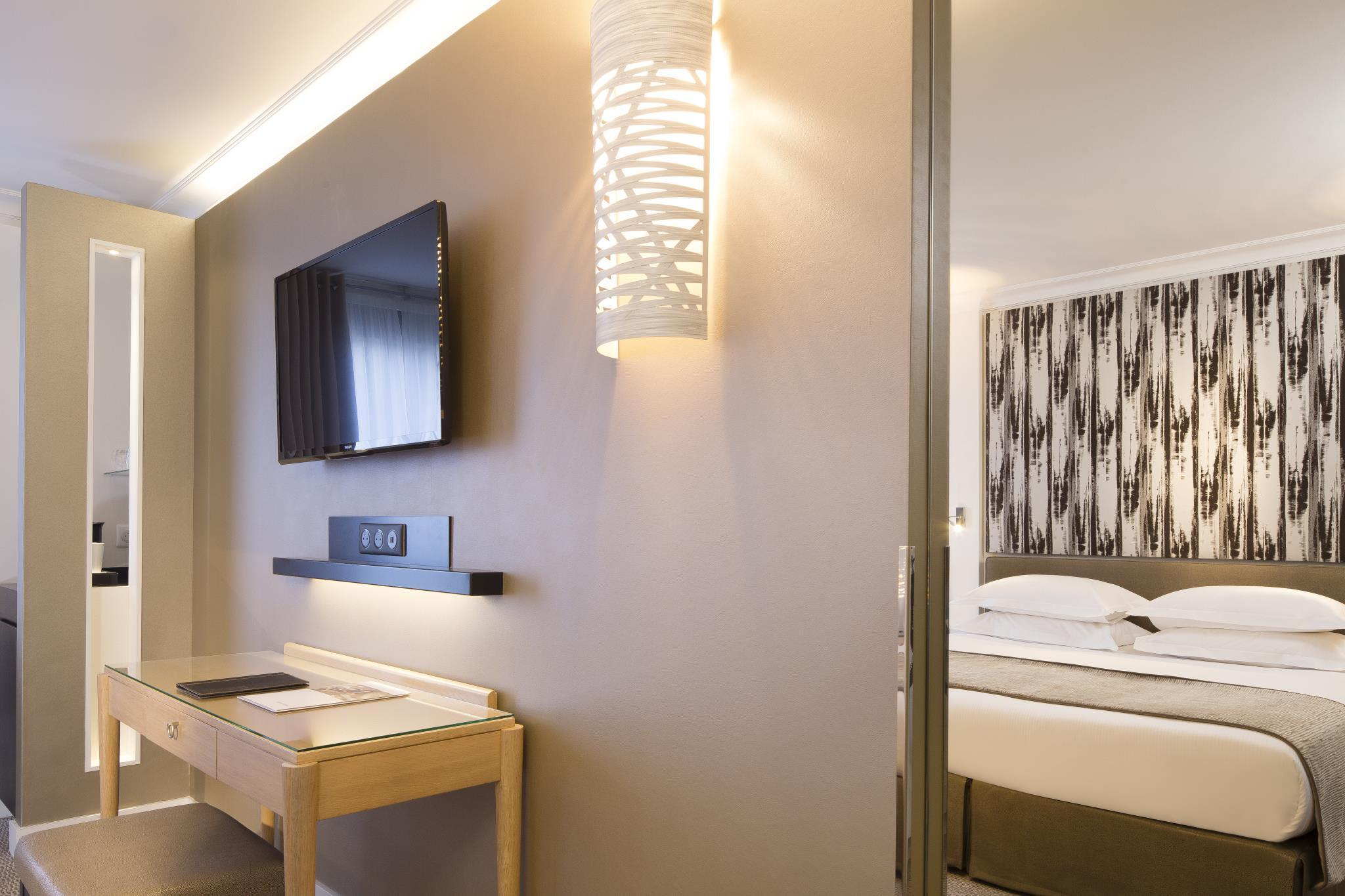 Best Price on Garden Elysee Hotel in Paris Reviews