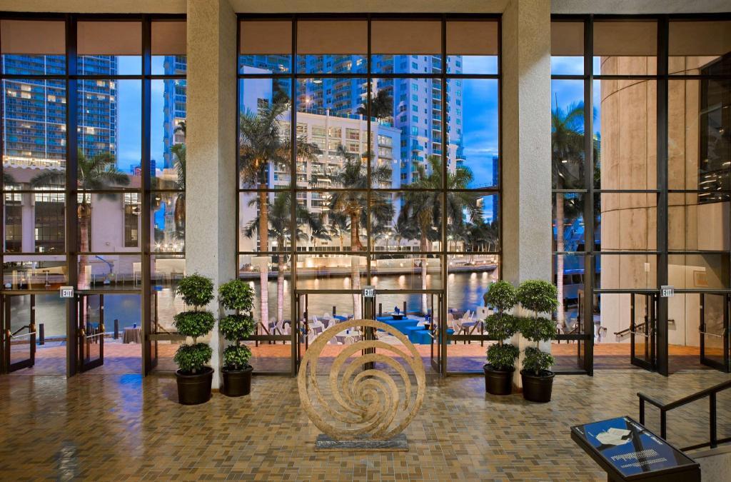 Hyatt Regency Miami in Miami (FL) - Room Deals, Photos