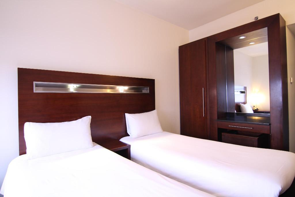 Standard Twin Room - Bed Ibis World Trade Centre Dubai Hotel