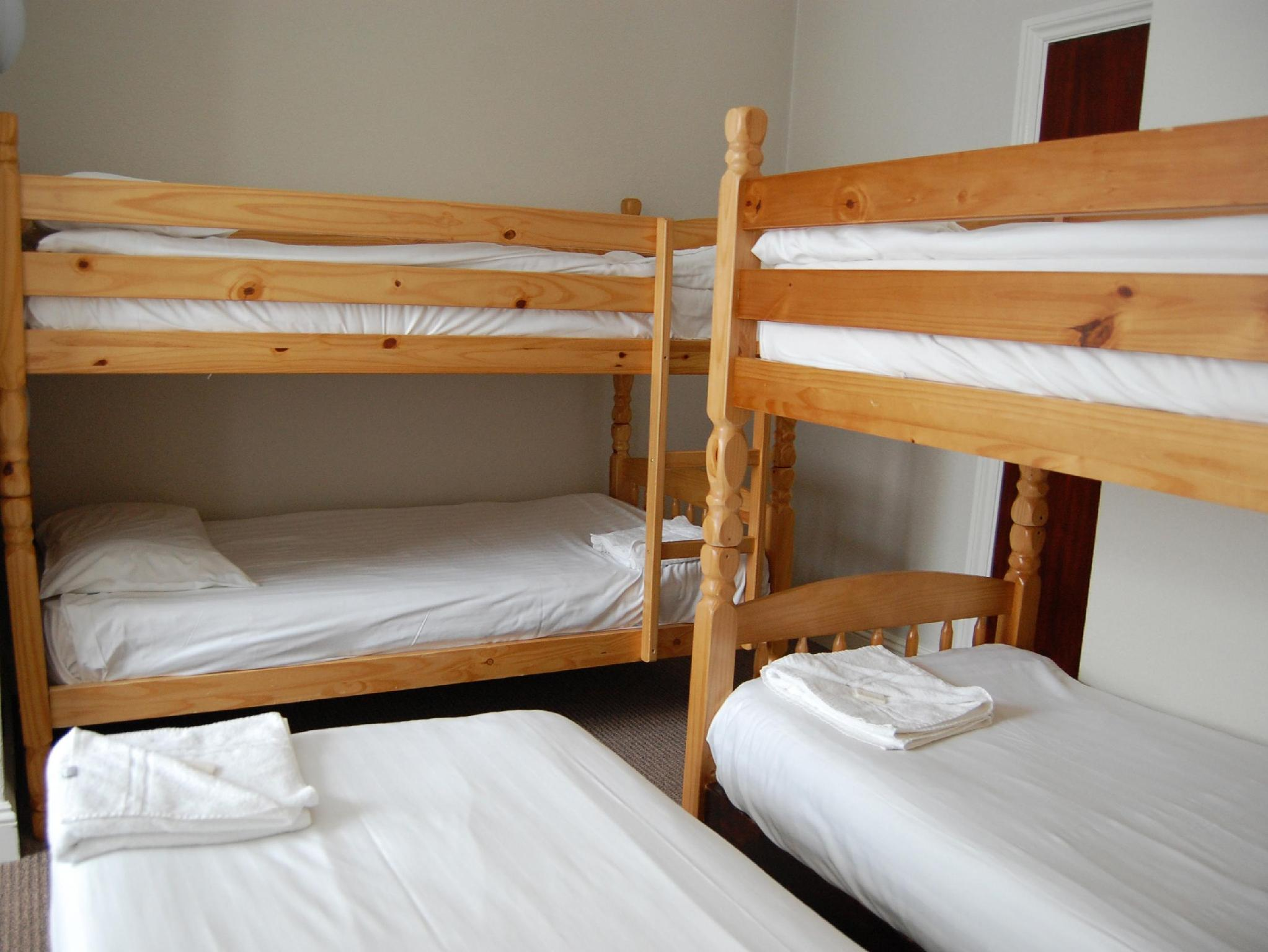 viie voodiga tuba (Five Bedded Room)