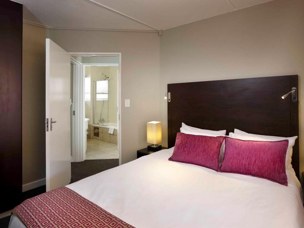 1 Double Bed Standard - Bed Mercure Hotel Bedfordview