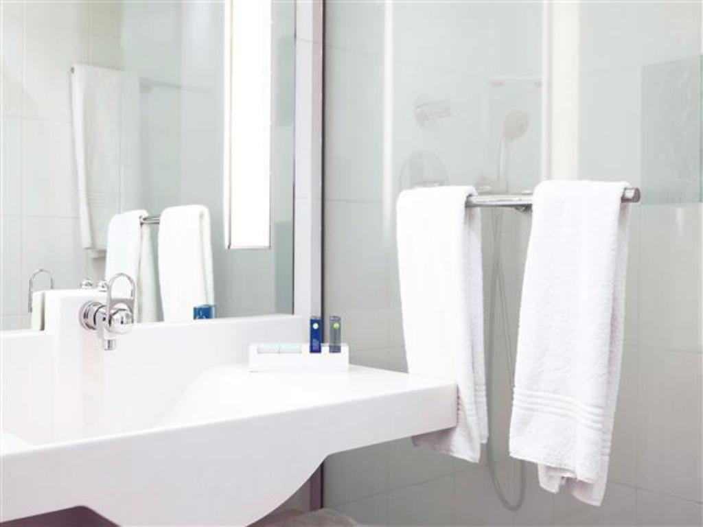 Executive Double - Bathroom Novotel Paris Sud Porte de Charenton Hotel