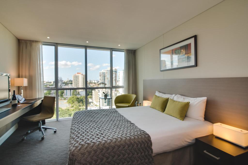 Queen Guest Room - Guestroom The Point Brisbane - Hotel