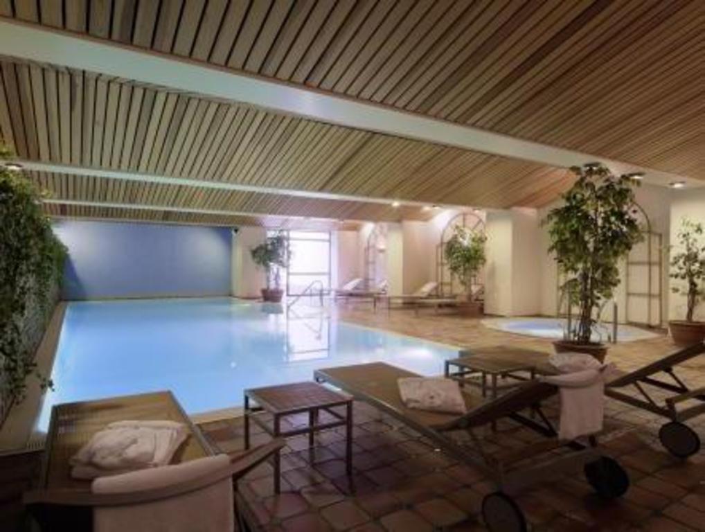 Best price on radisson blu scandinavia hotel d sseldorf for Dusseldorf hotel mit pool