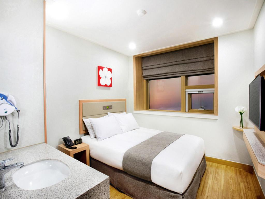 Business Double Bed (Building B) - Bedroom Robero Hotel Jeju
