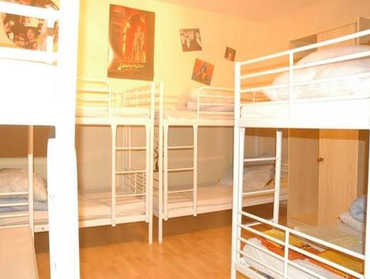 Seng i 8-sengers sovesal for begge kjønn (Bed in 8-Bed Mixed Dormitory)