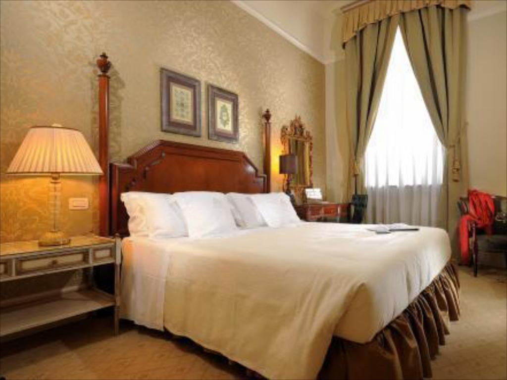 Superior Double Room - Bed San Clemente Palace Kempinski